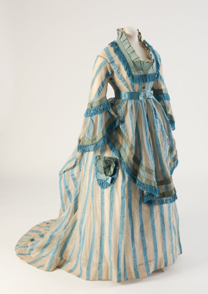 1874 gown with apron