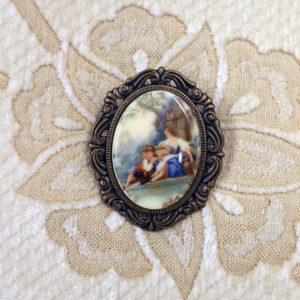 Baroque scene cameo