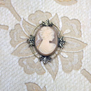 Art Deco inspired cameo